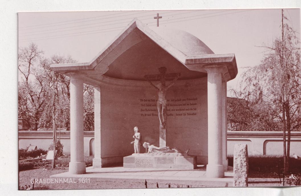 Kreuzigungsgruppe, seit 1972 in der Torhalle der Lutherkirche. Foto Stadtarchiv
