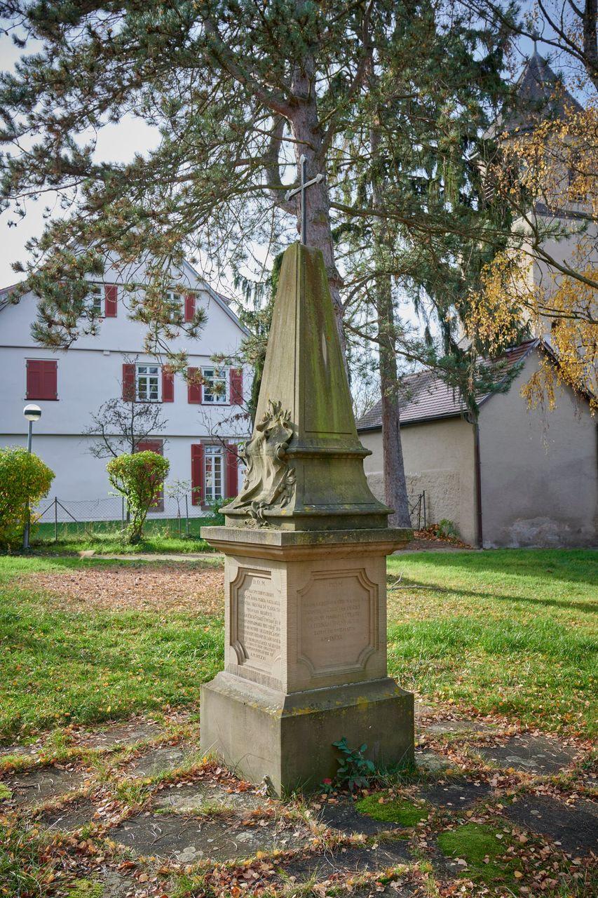 Kopie des Frisoni-Grabmals auf dem Oeffinger Friedhof, Foto Peter Hartung